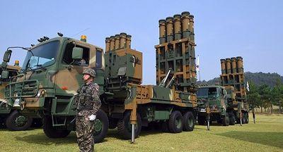 Tên lửa tầm trung của Hàn Quốc bất ngờ tự phóng rồi phát nổ trên không - ảnh 1