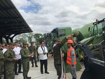 Trung Quốc viện trợ thêm cho quân đội Philippines dàn thiết bị quân sự 19 triệu USD - ảnh 1