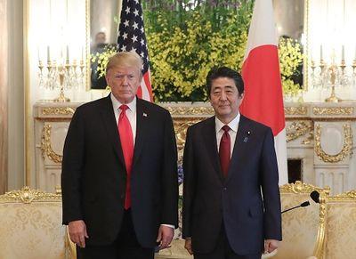Ông Trump ủng hộ Nhật Bản đóng vai trò trung gian hoà giải trong căng thẳng Mỹ-Iran - ảnh 1