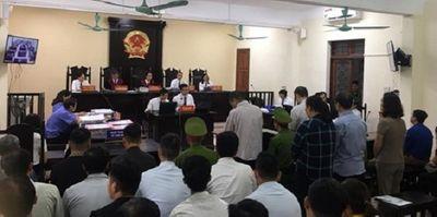 Xét xử vụ gian lận thi cử ở Hà Giang: Vợ ông Triệu Tài Vinh vắng mặt tại phiên tòa - ảnh 1