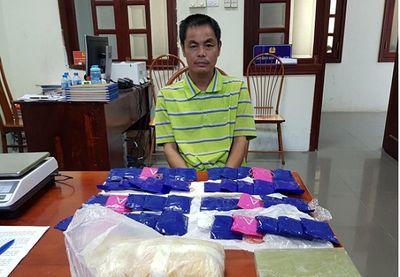 Bắt quả tang đối tượng vận chuyển hàng nghìn viên ma túy tổng hợp - ảnh 1
