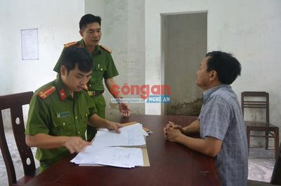 Tin tức pháp luật mới nhất ngày 9/10/2019: Nam thanh niên bịt mặt mang súng vào cướp tiệm vàng ở Quảng Ninh - ảnh 1