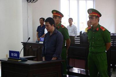 Đối tượng sát hại vợ bằng 10 phát búa ngất xỉu tại tòa khi lĩnh án tử - ảnh 1