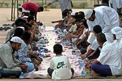 Bố mẹ vướng vòng lao lý vì bắt con nhịn ăn tháng Ramadan - ảnh 1