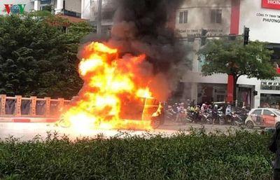 """Vụ xe Mercedes gây tai nạn liên hoàn ở Hà Nội: Nạn nhân sống sót sợ hãi kể lại phút thoát khỏi """"tử thần"""" - ảnh 1"""