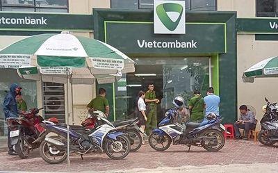 Khởi tố cựu cán bộ công an nổ súng tại ngân hàng tội Cướp tài sản - ảnh 1