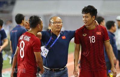 Hé lộ lý do HLV Park Hang Seo không thu điện thoại của dàn cầu thủ U22 Việt Nam - ảnh 1