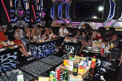 Hải Dương: Bắt giữ 135 nam nữ thanh niên bay lắc điên cuồng cùng ma túy - ảnh 1