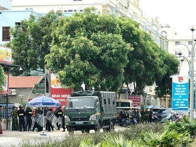 Nóng: Hàng chục cảnh sát được huy động khẩn tới biển Hải Tiến ngăn chặn xô xát - ảnh 1
