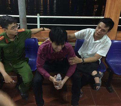 Giải cứu thành công nam thanh niên loạn thần, nhảy xuống vực sâu ở Đà Nẵng - ảnh 1