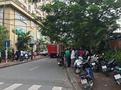 Hà Nội: Cháy chung cư Nam Trung Yên, người dân hoảng hốt tháo chạy xuống đường - ảnh 1