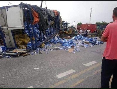Vụ tai nạn 5 người tử vong tại Hải Dương: Nhân chứng bàng hoàng kể lại phút xe tải lật nghiêng - ảnh 1