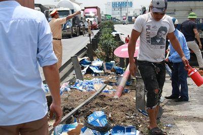 Vụ tai nạn 5 người tử vong tại Hải Dương: Quốc lộ 5 ách tắc nghiêm trọng - ảnh 1