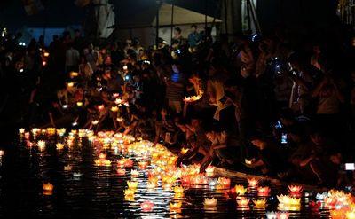 Lãnh đạo huyện Cát Bà nói gì về việc thả hơn 30.000 hoa đăng xuống vịnh Lan Hạ - ảnh 1