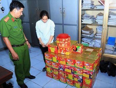 Bắt quả tang người phụ nữ mua hơn 200 kg pháo lậu - ảnh 1