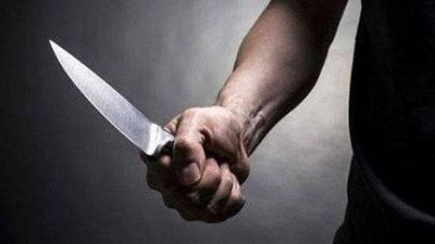 Đề nghị truy tố người đàn ông dùng dao tấn công vợ tại trường học - ảnh 1