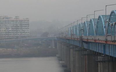 Quan chức Hàn Quốc thuộc cơ quan ứng phó dịch Covid-19 nhảy sông tự tử - ảnh 1