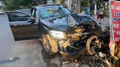 Hé lộ lời khai của tài xế Mercedes tông lái xe GrabBike chở nữ tiếp viên hàng không - ảnh 1