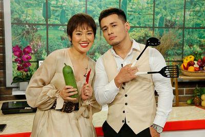 """Vợ chồng stylist Pông Chuẩn - Tùng Min """"náo loạn"""" tại """"Bếp Chiến""""  - ảnh 1"""