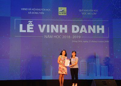 ĐH Đại Nam trao học bổng Khuyến tài 100% học phí cho tân SV đến từ xã Đông Tiến  - ảnh 1