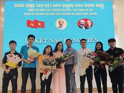 Trường ĐH Kinh doanh và Công nghệ Hà Nội tổ chức Lễ kết nạp Đảng viên mới năm 2019 - ảnh 1
