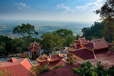 Cáp treo núi Bà Đen của Sun Group giảm giá 50%, người dân Tây Ninh hào hứng 'check in' Nóc nhà Đông Nam Bộ  - ảnh 1