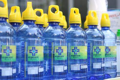 Vì sao nước suối vitamin Yanhee được người tiêu dùng tìm mua trong mùa dịch?  - ảnh 1