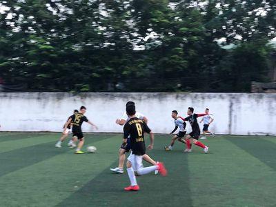Giao hữu bóng đá giữa Báo Đời sống & Pháp luật và Đội CSGT 15 - ảnh 1
