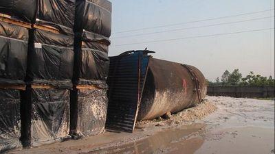 Vụ nước sạch sông Đà nhiễm dầu thải: Cận cảnh khu để dầu của công ty gốm sứ Thanh Hà - ảnh 1