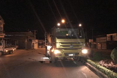 Kiên Giang: Lao từ nhà nghỉ ra trúng đầu xe bồn, người đàn ông tử vong trong tình trạng lõa thể - ảnh 1