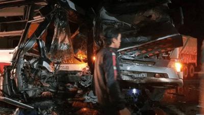 Bình Phước: Xe container đấu đầu xe khách chở 20 người, 4 người thương vong - ảnh 1