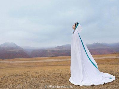 Mỹ nhân Cbiz gây xao xuyến với nhan sắc và thần thái đỉnh cao trong trang phục dân tộc - ảnh 1