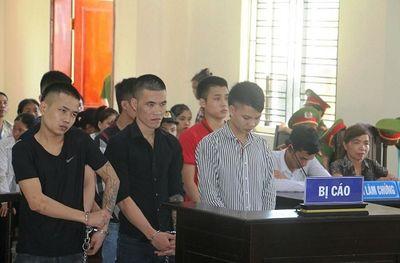 Người nhà bị cáo náo loạn công đường vì cho rằng người chết khiến con họ… đi tù - ảnh 1