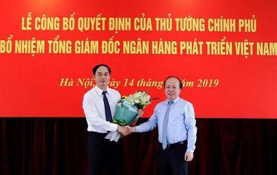 Thứ trưởng Bộ Tài chính Huỳnh Quang Hải trao quyết định bổ nhiệm Tổng giám đốc ngân hàng VDB - ảnh 1