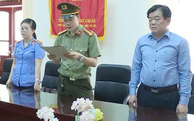 Giám đốc Sở GD&ĐT Sơn La Hoàng Tiến Đức bị cách hết chức vụ Đảng vì liên quan đến gian lận thi cử - ảnh 1