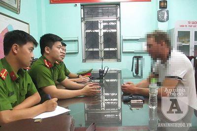 Hà Nội: Giải cứu 1 người đàn ông ngoại quốc định nhảy cầu Vĩnh Tuy tự tử vì buồn chuyện gia đình - ảnh 1