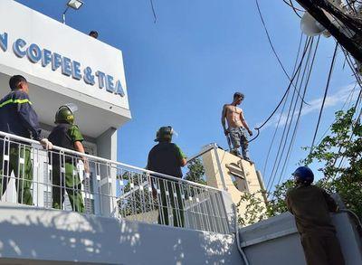 """Tiền Giang: Khống chế nam thanh niên ngáo đá, trèo lên nóc nhà """"múa"""" dao - ảnh 1"""