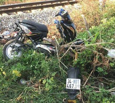 Hải Dương: Xót xa hai nữ sinh bị tàu hỏa đâm tử vong khi băng qua đường sắt - ảnh 1