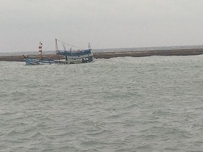 Bình Thuận: Tàu chở 71 tấn dầu bị chìm ở đảo Phú Quốc, nguy cơ tràn dầu diện rộng - ảnh 1