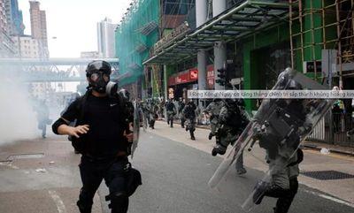 Biểu tình tại Hong Kong khiến sân bay quốc tế bị tê liệt, thiệt hại gần 80 triệu USD - ảnh 1