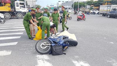 Đà Nẵng: Con trai gào khóc bên thi thể cha bị xe ben cán - ảnh 1
