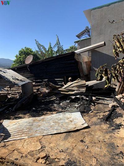 """Lâm Đồng: """"Bà hỏa"""" thiêu rụi căn nhà vắng chủ trong đêm - ảnh 1"""