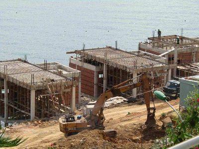 Bình Định: Tạm dừng thi công nhiều hạng mục tại 2 khu nghỉ dưỡng ven biển vướng sai phạm - ảnh 1