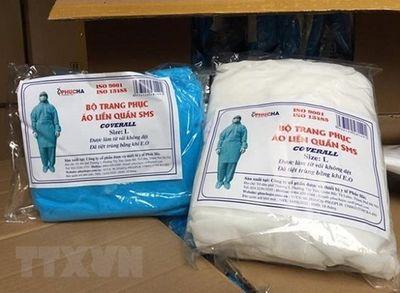 Khởi tố nhân viên bệnh viện bán hàng nghìn bộ quần áo phòng dịch giả - ảnh 1