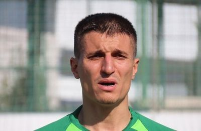 Cầu thủ Thổ Nhĩ Kỳ gây sốc dùng gối sát hại dã man con trai 5 tuổi nghi mắc Covid-19 - ảnh 1