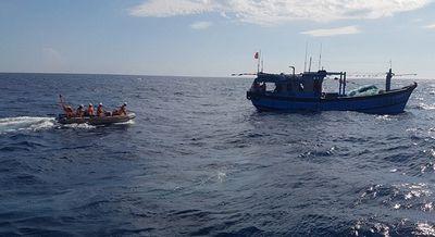 Đạp sóng cứu thuyền viên viêm ruột thừa, nguy kịch trên vùng biển Thừa Thiên- Huế - ảnh 1