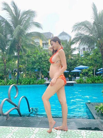 MC Phương Mai mang bầu vẫn táo bạo múa cột gợi cảm - ảnh 1