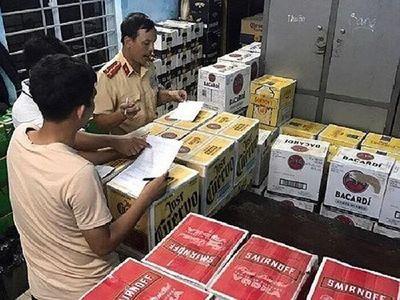 Huế: Phát hiện và bắt giữ xe hàng nghìn chai bia, rượu không rõ nguồn gốc - ảnh 1