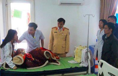Gần 30 bác sĩ, người dân hối hả hiến máu cứu người phụ nữ bị 2 xe tông - ảnh 1