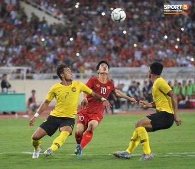 Công Phượng khoe body cực phẩm cùng các đồng đội sau trận thắng Malaysia - ảnh 1